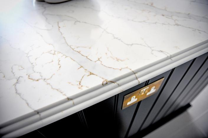 IQ Quartz Stone calacatta-Gold Quartz worktop2